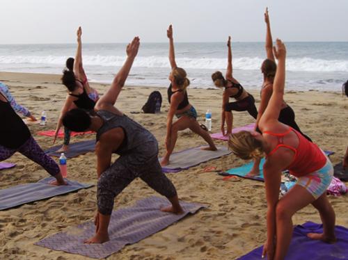 yoga-beach-2